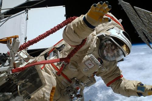 Максим Сураев в скафандре в космосе!